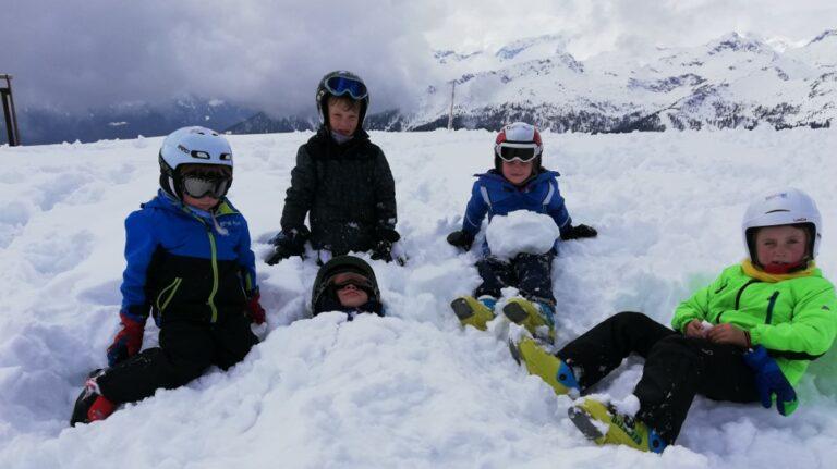 Kriski-kinderanimatie-sneeuwgraven